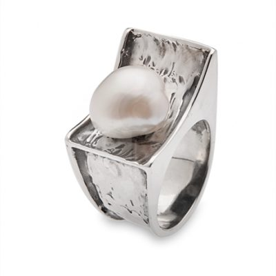 Anillo Styliano de plata con perla barroca