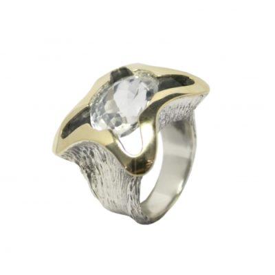 Anillo plata y oro con cristal de roca