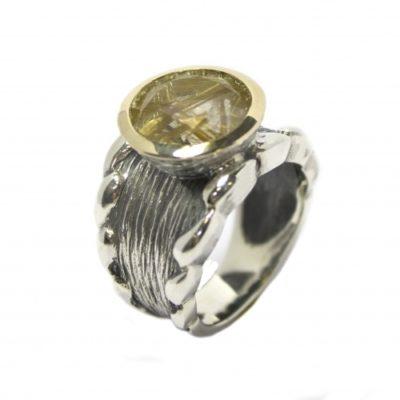 Anillo Styliano cuarzo plata y oro