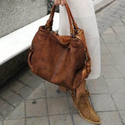 bolso camel -trenzado-piel lavada