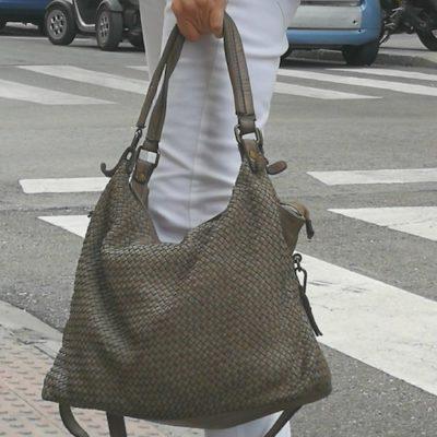 bolso gris-piel trenzada-piel lavada