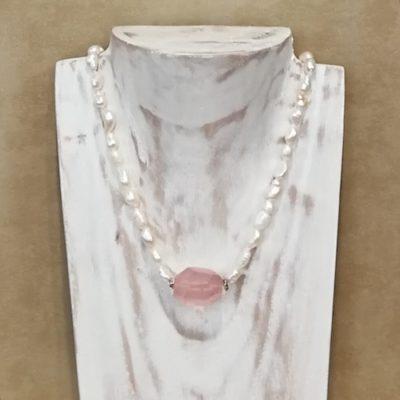 Collar perlas y cuarzo rosa