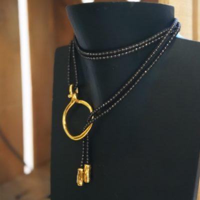 Collar corbatero dorado